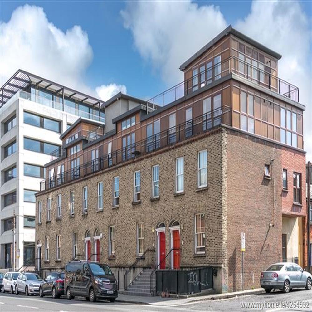 Canal Place Apartments: 14 Hogan Square, Hogan Place, Grand Canal Dk, Dublin 2